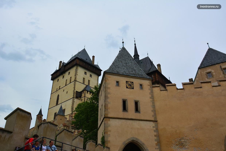 Готический замок Карлштейн
