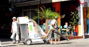 Уборка улиц в Праге