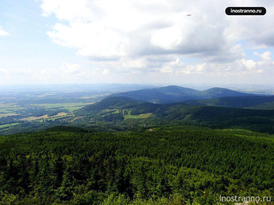 горный хребет и лес в Чехии