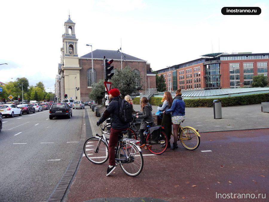 Велосипедисты и светофор