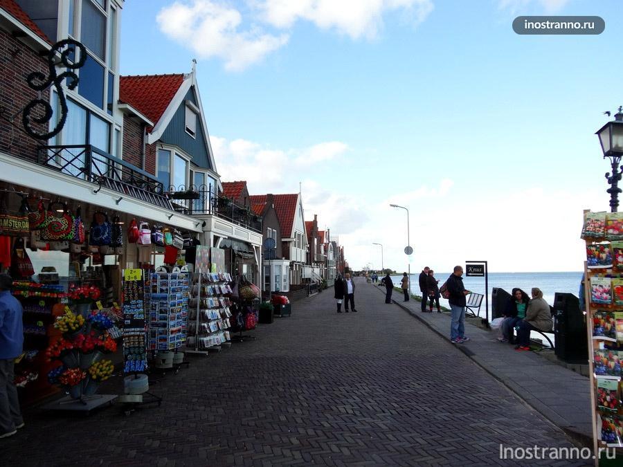 улица с сувенирами в Голландии