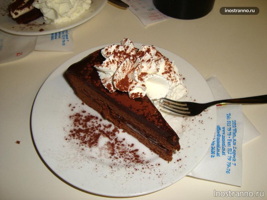 торт Захер в венской кофейне