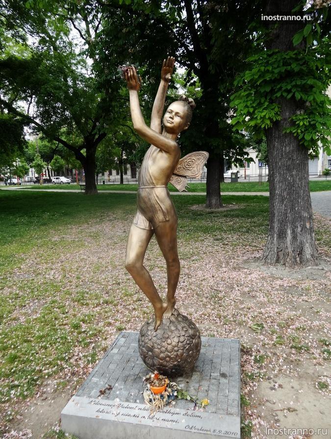 скульптура - балерина в Братиславе
