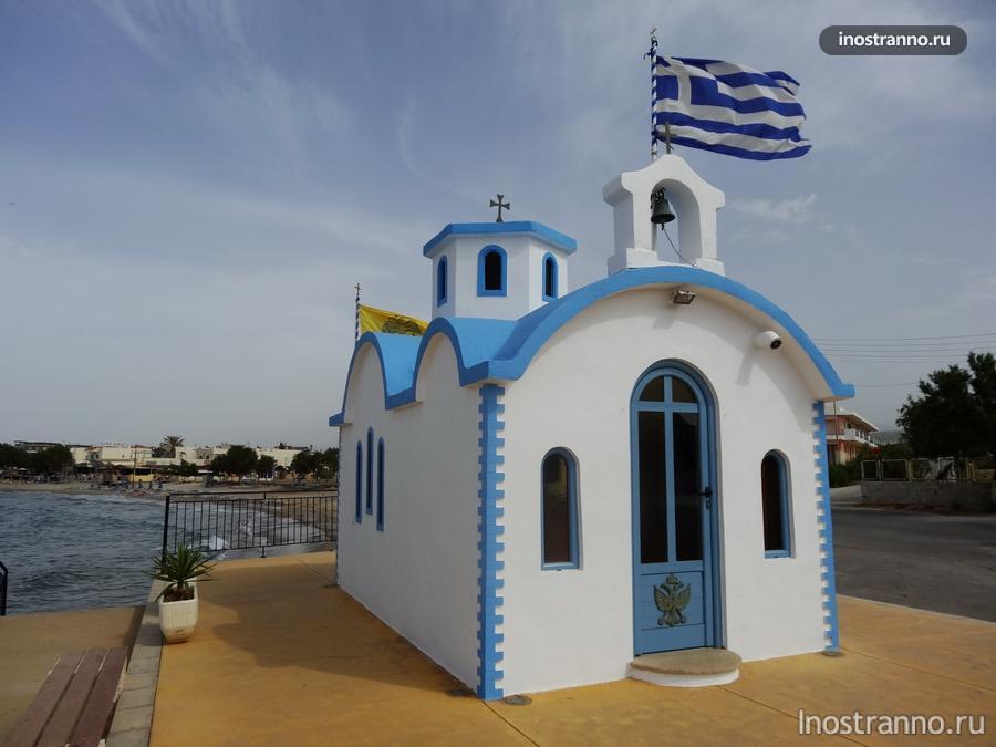 белая церковь на крите