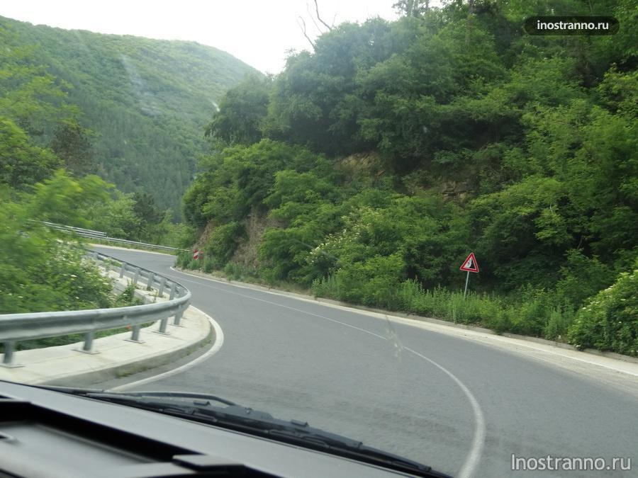 серпантин в горах Болгарии