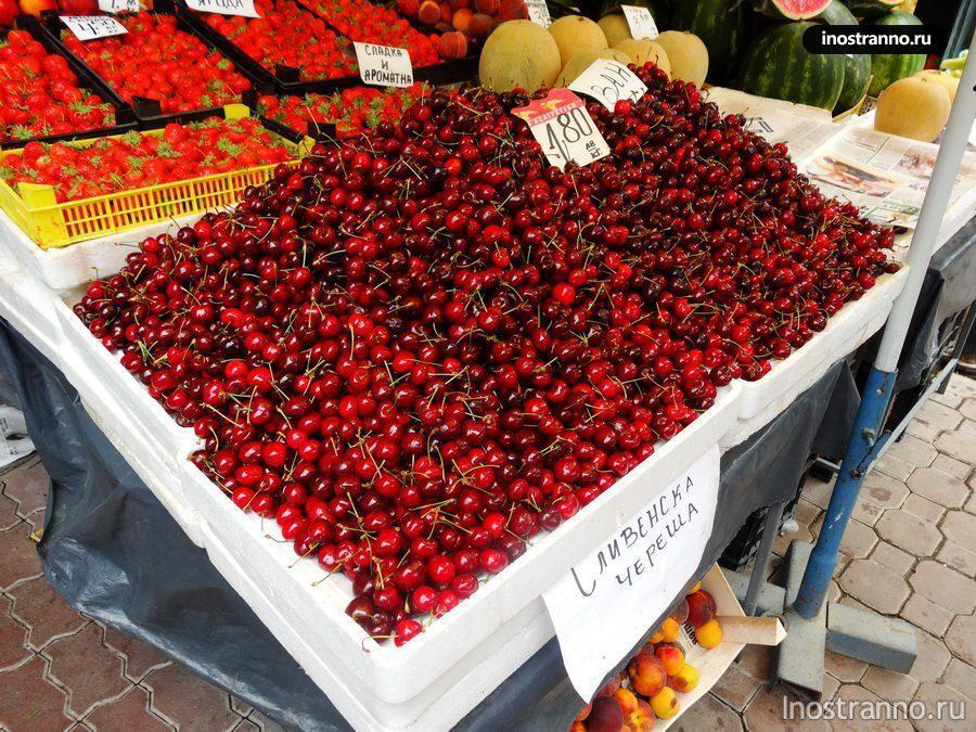 черешня на рынке в Болгарии