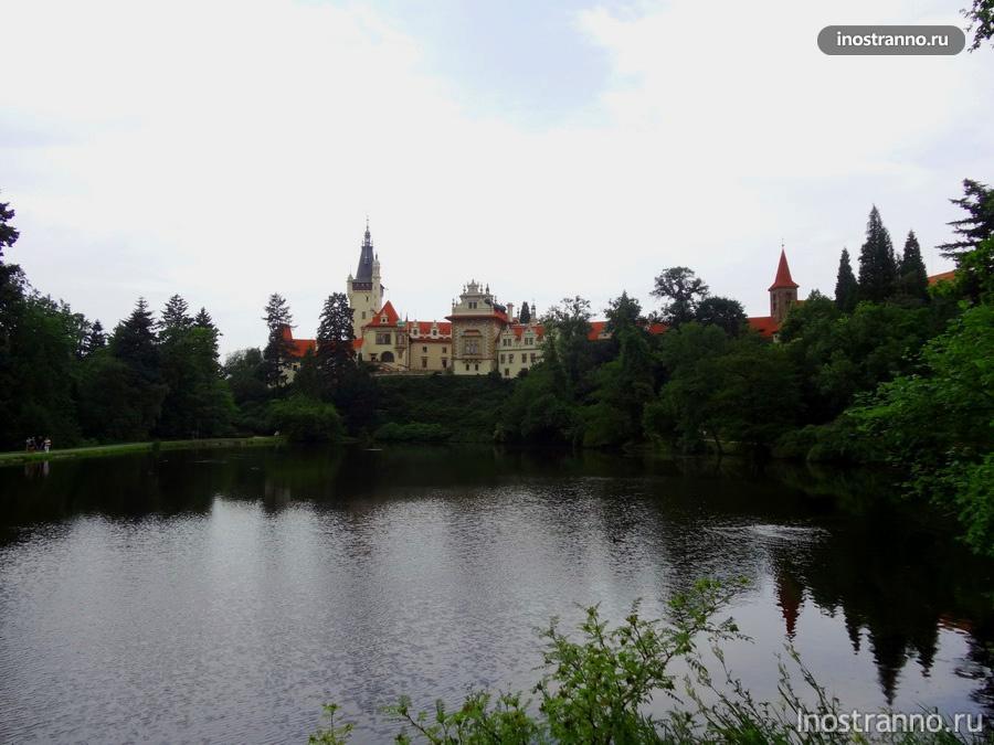 пруд и замок Пругонице