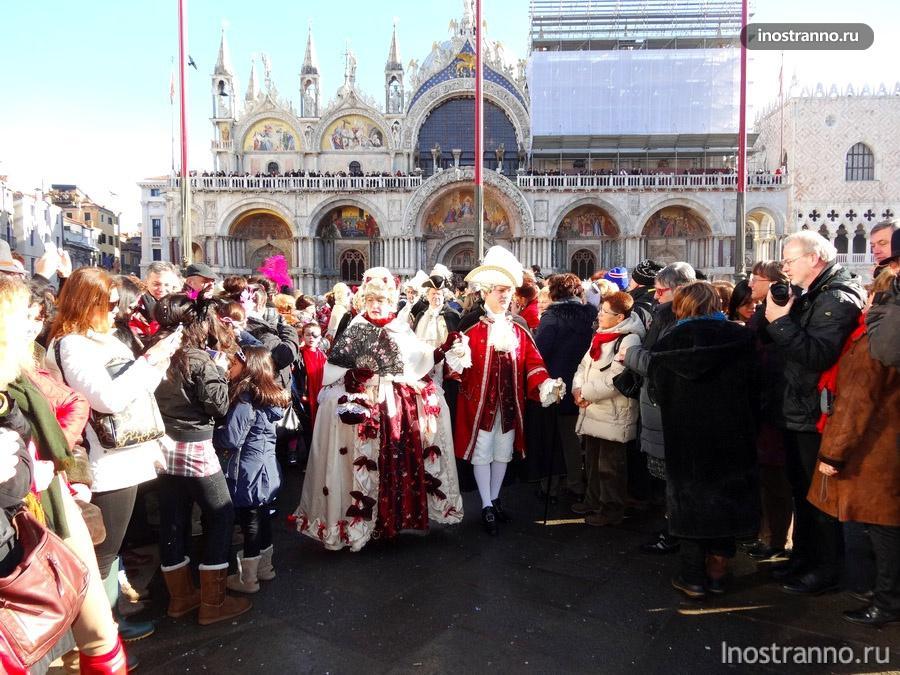 парад на площади Сан Марко в Венеции