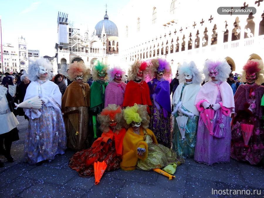 карнавальные костюмы на карнавале в Венеции