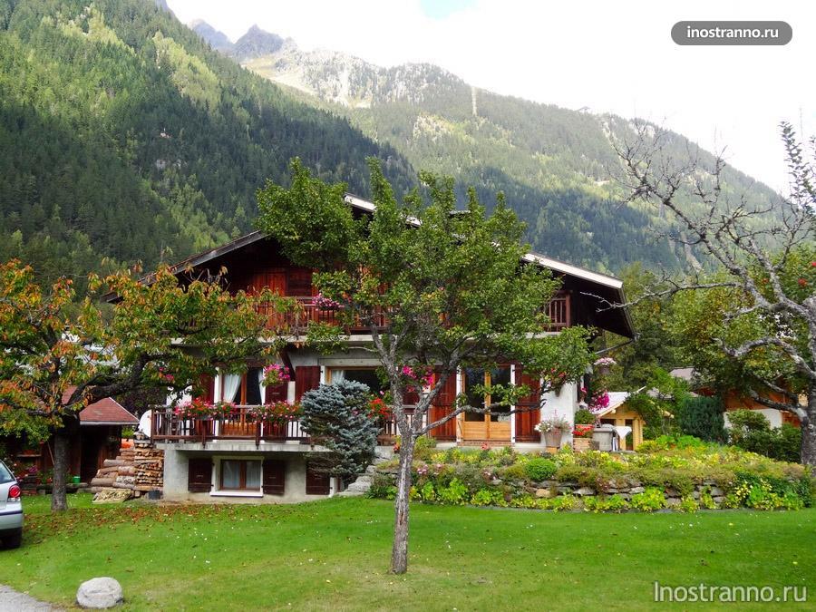 Красивый домик во Франции в горах