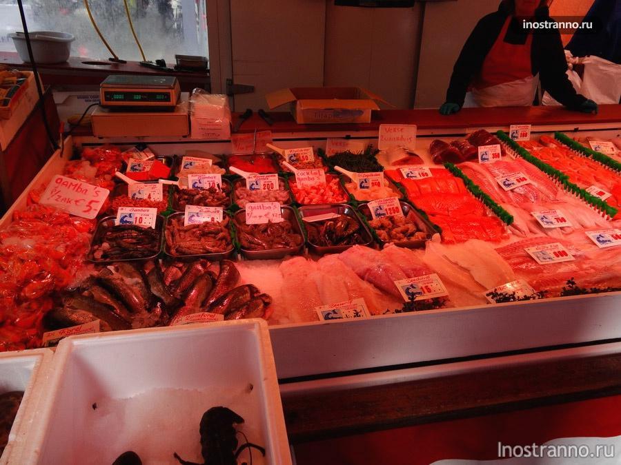 морепродыкты на рынке в Амстердаме