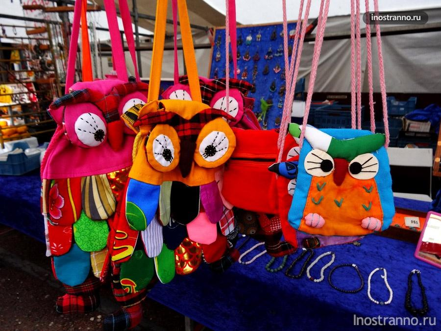 сувениры на рынке в Амстердаме