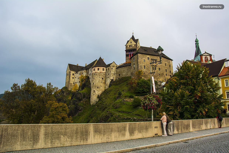 Панорамное фото замка Локет у Карловых Вар