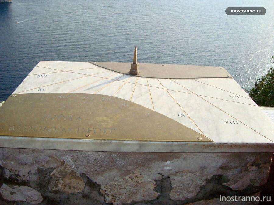 солнечные часы на Капри