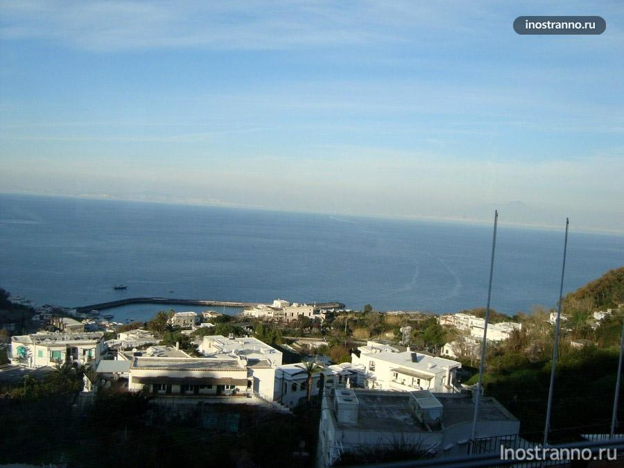 вид на море из ресторана на Капри