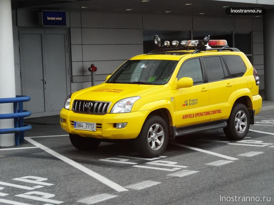 желтый Toyota Land Cruiser Prado