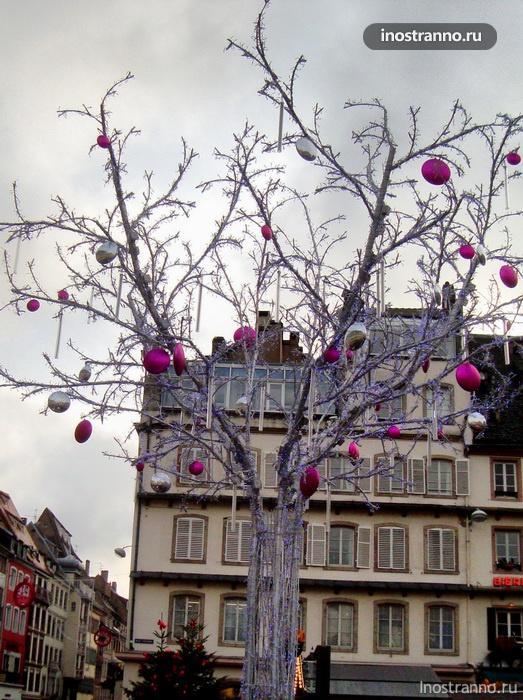 подсветка на рождественском рынке в страсбурге