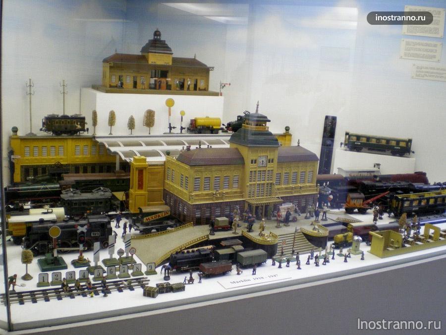 железная дорога в музее игрушек в Праге