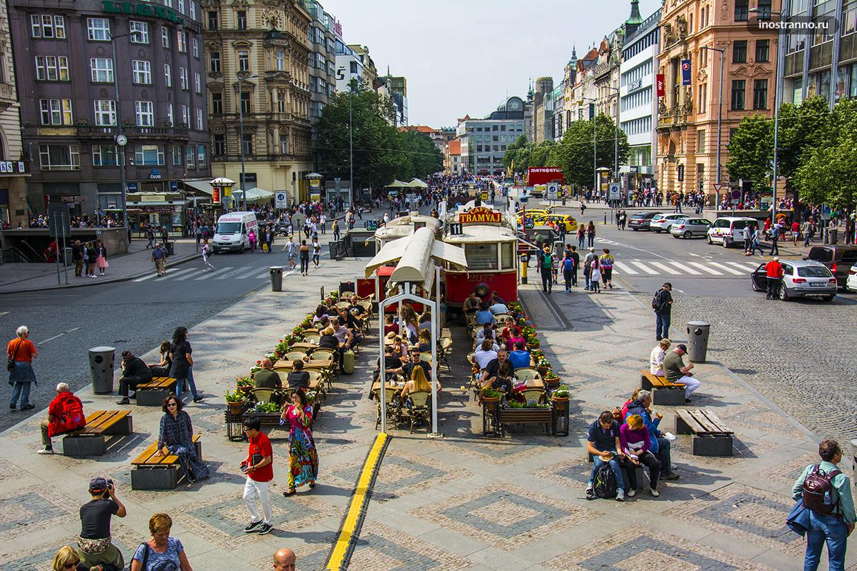 Кафе в ретро трамвае в Праге