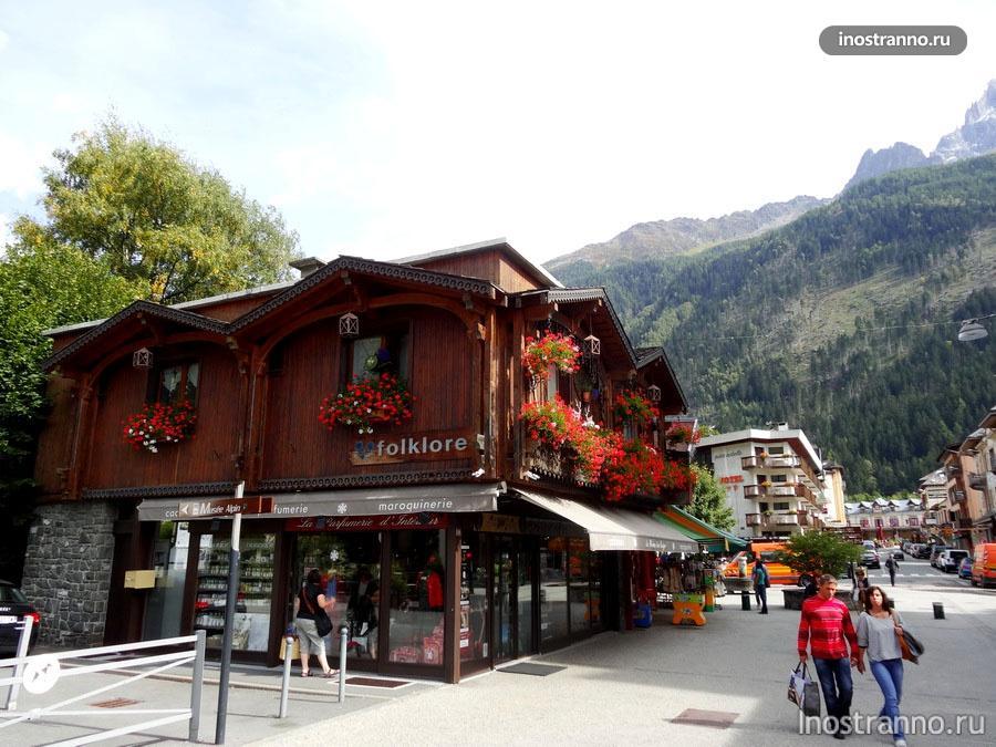деревянный дом - шале в Альпах