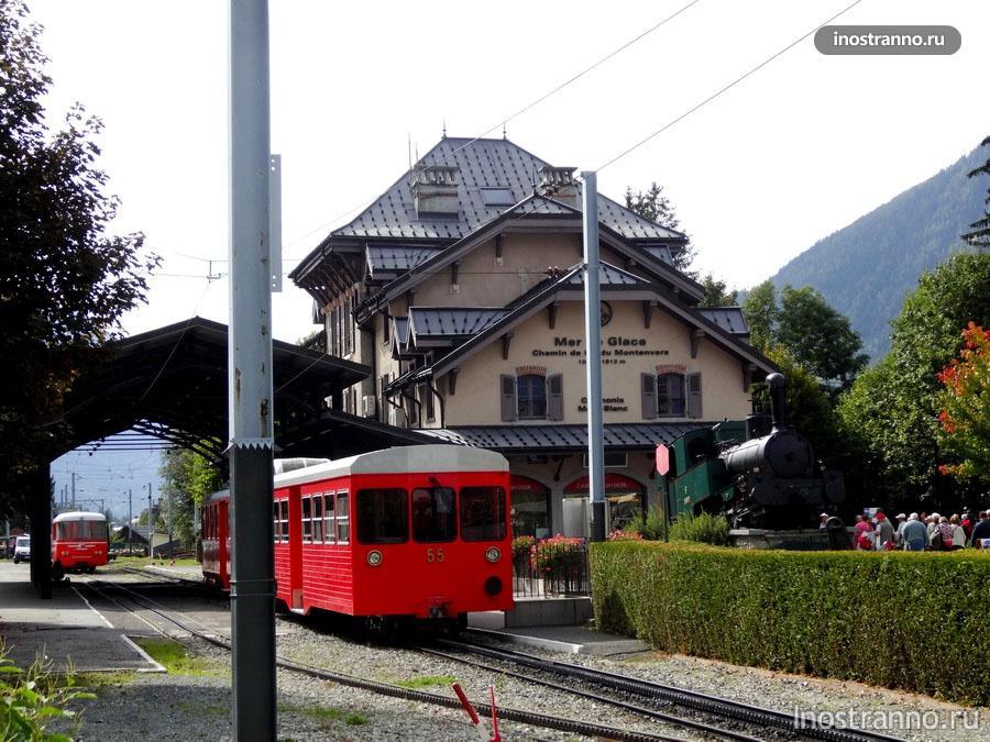 Поезд Монтенвер на железнодорожном вокзале Шамони