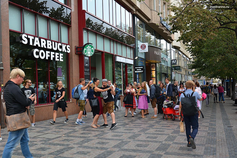 Люди в центре Праги