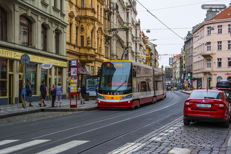 Трамвай в центре Праги
