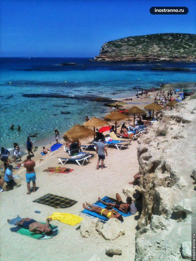 Пляж Кала-Конта с чистой водой, Ибица