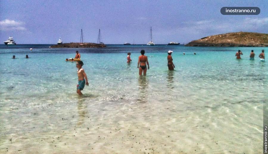 Пляж острова Форментера недалеко от Ибицы