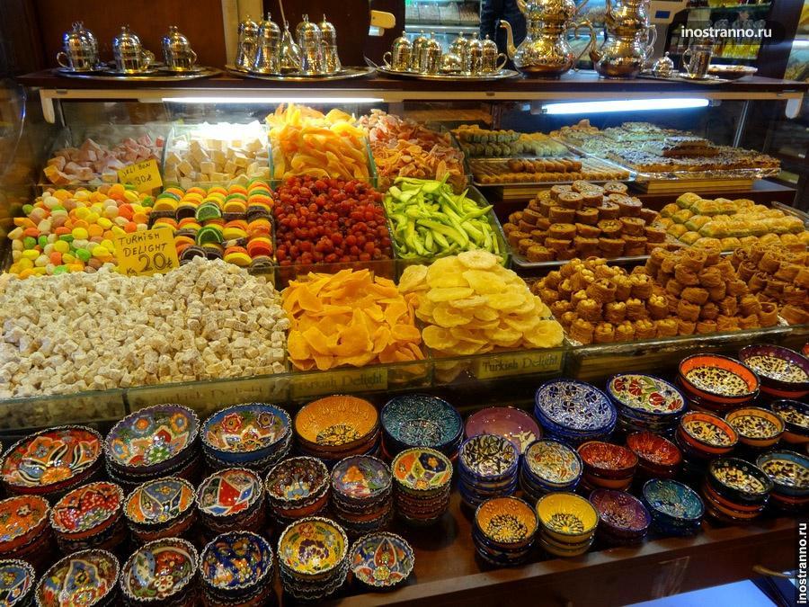 сухофрукты на базаре в стамбуле