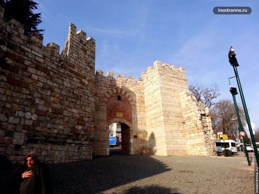 Ворота в замок Бурсы