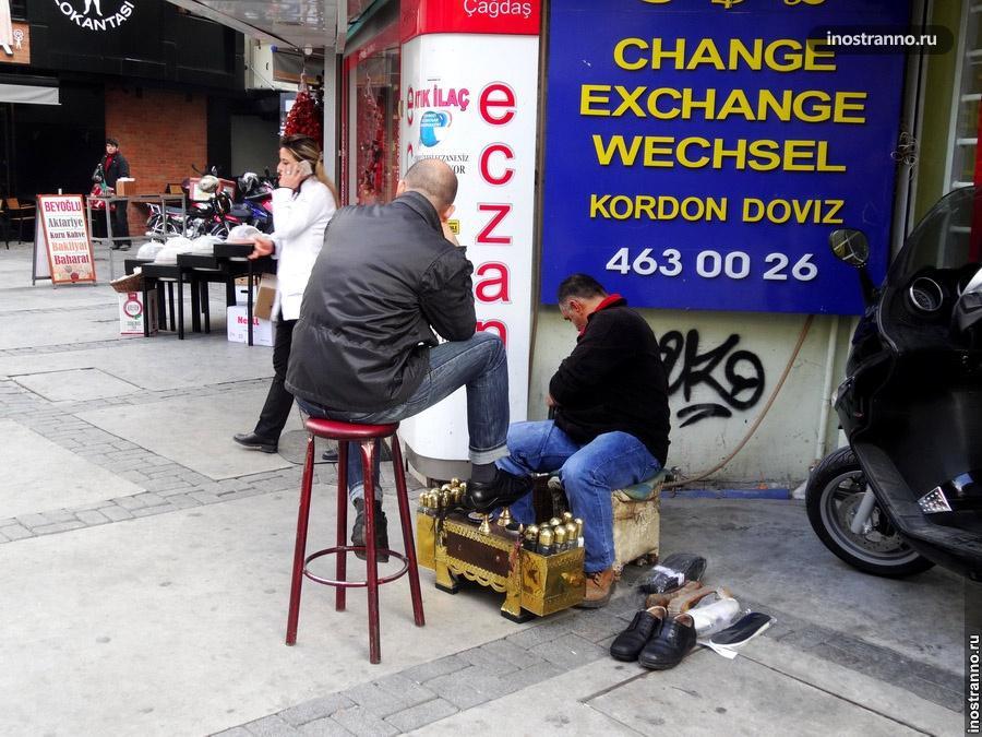 Чистильщик обуви в Стамбуле