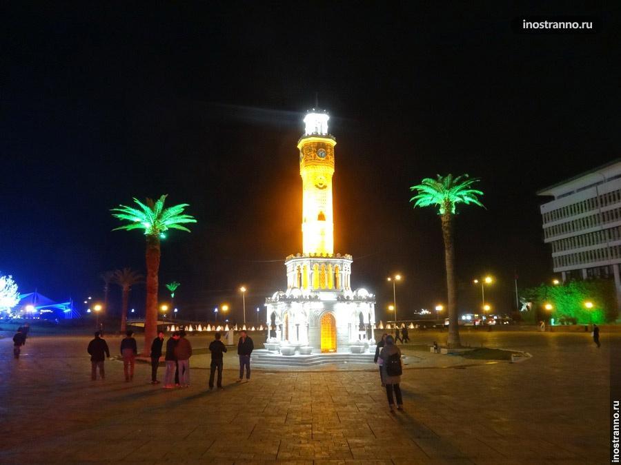 Ночная подсветка пальм в Измире