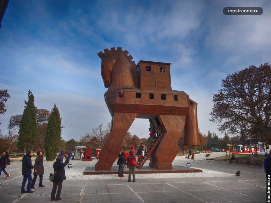 Троянский конь в античном городе Троя