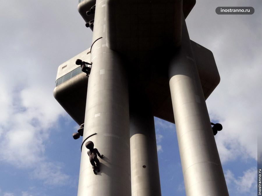 Скульптуры Младенцы на Жижковской телевизионной башне