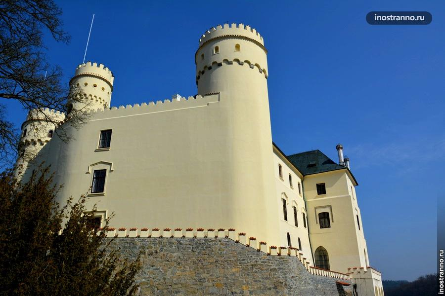 Замок Орлик фото