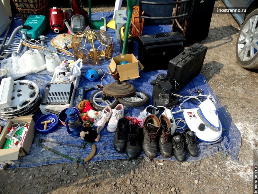 Блошиный рынок - старая обувь