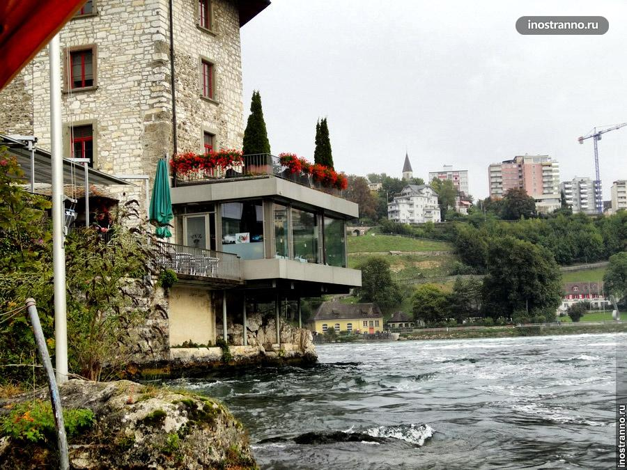 Замок в Швейцарии на водопаде