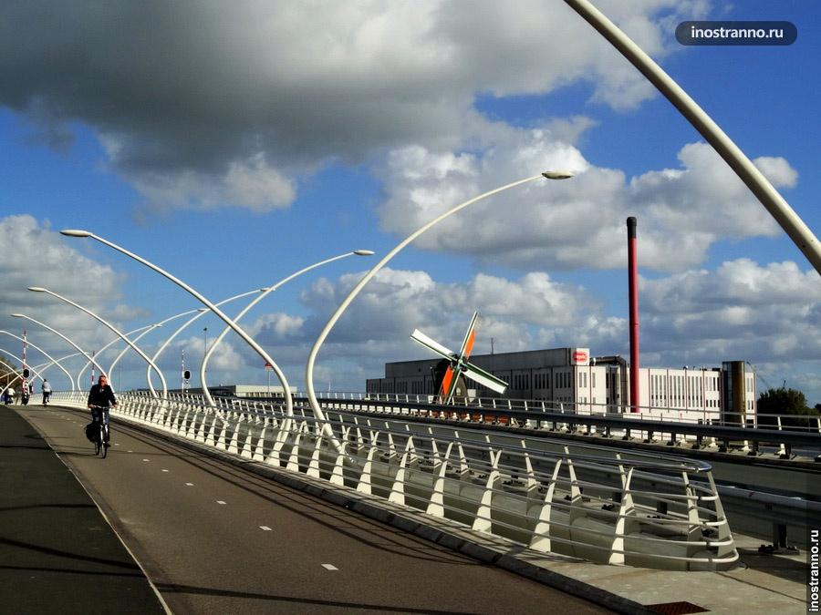 Мост в Голландии