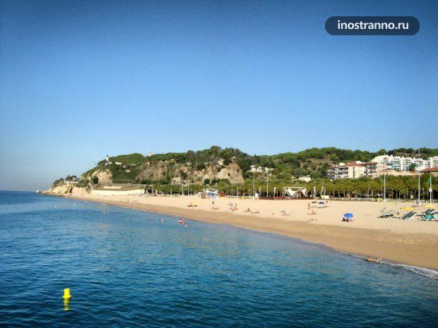 Пляж Калелья в Испании