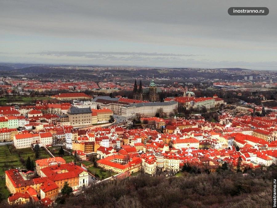 Фото крыш Праги с с Петршинской башни