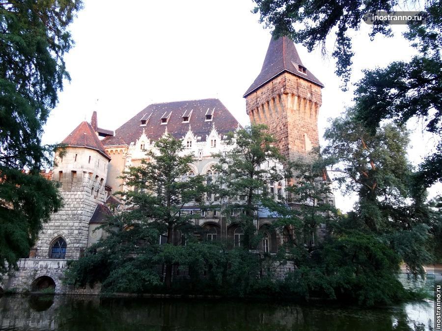 замок в будапеште