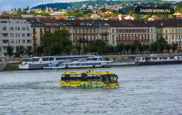 Плавающий речной автобус в Будапеште