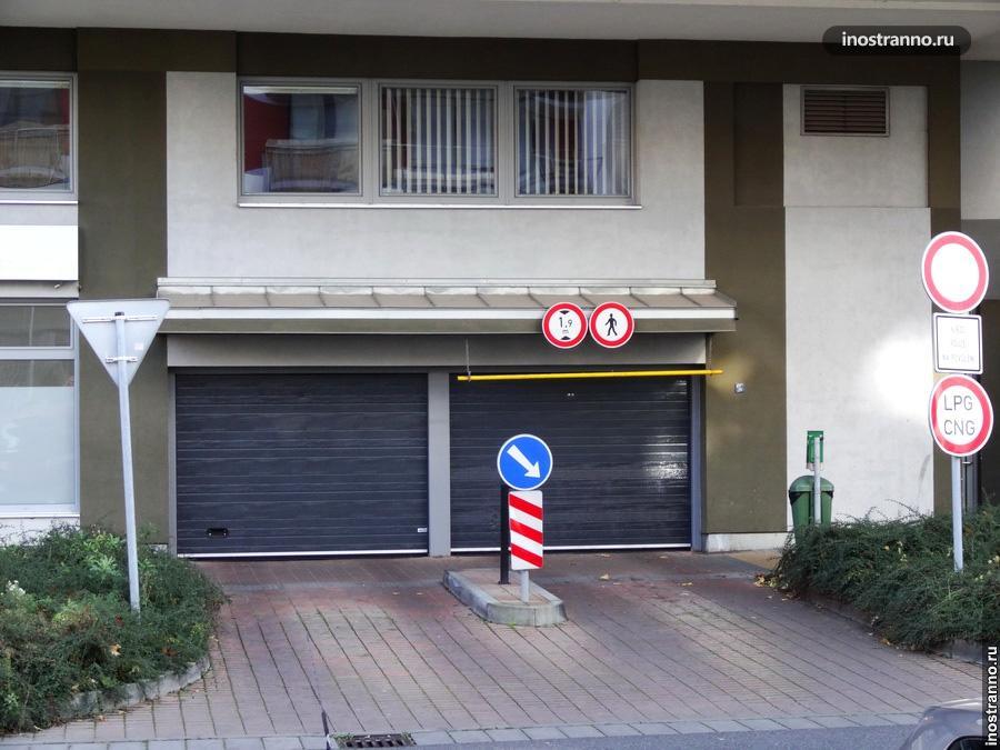 Парковка в доме в Праге