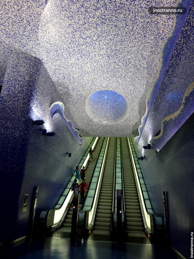 Метро в Неаполе, Станция метро Толедо