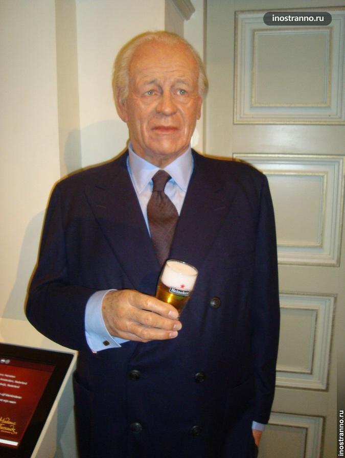 Фредди Хайнекен в музее восковых фигур