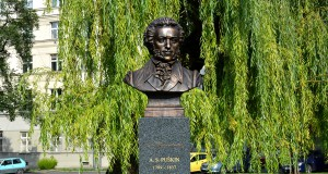 Топ причудливых и необычных скульптур Праги