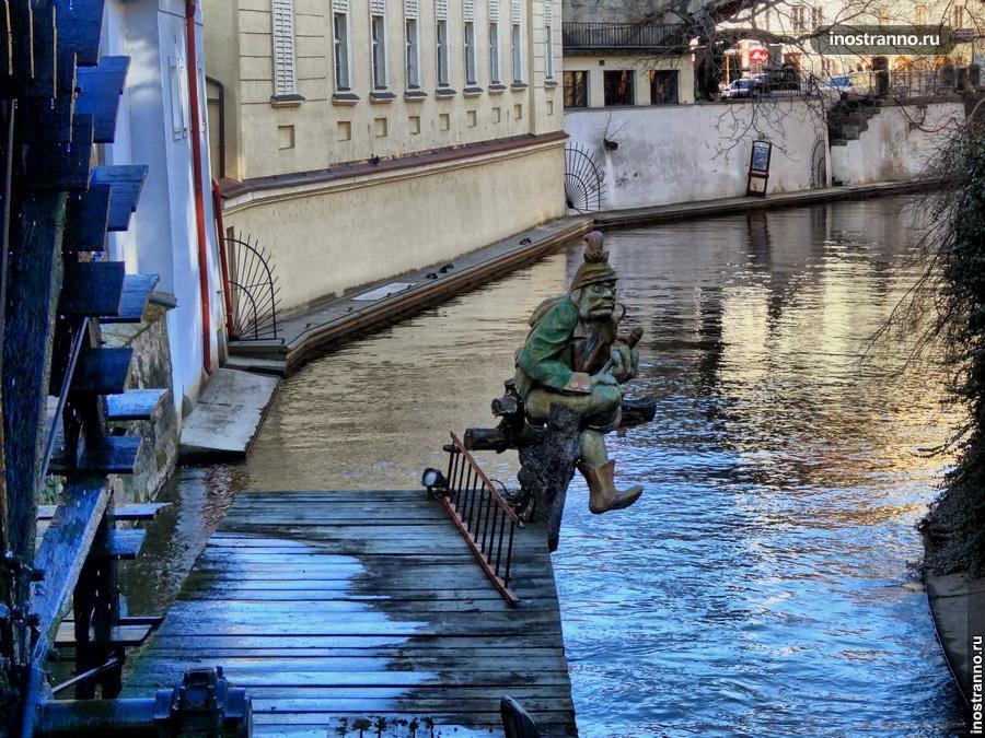 Водяной скульптура в Праге