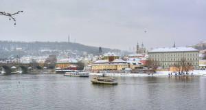 Фото зимней заснеженной Праги