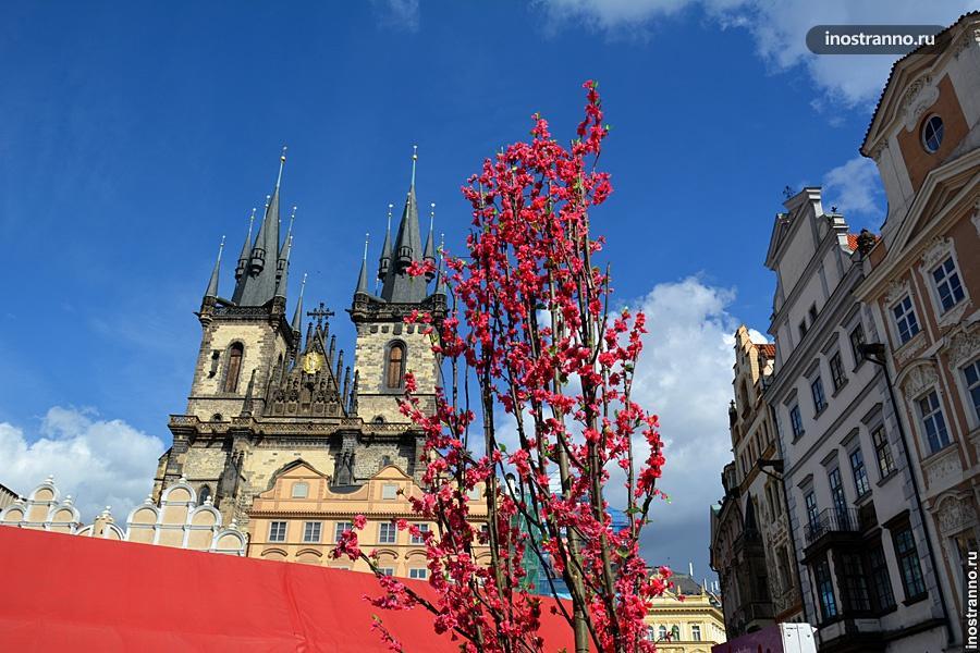Пасхальный рынок в Праге на Староместской площади